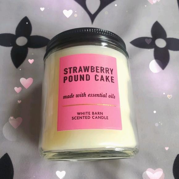 BBW ❤ Strawberry Pound Cake Candle
